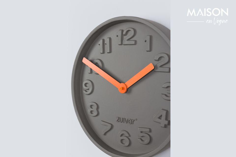 El Reloj de Concreto anaranjado hace más que decir la hora