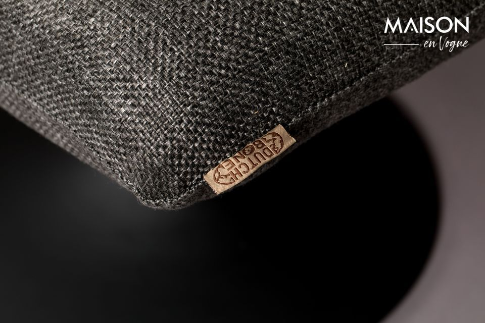 Con su tejido gris oscuro y su aspecto de punto de lana