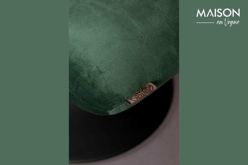 El lujo y la elegancia están a la orden del día con este taburete cubierto de terciopelo