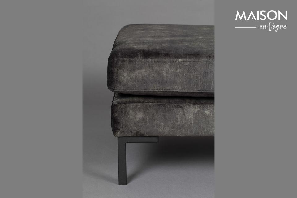 Su suave y cómodo asiento hace que este modelo sea imprescindible en su salón o dormitorio