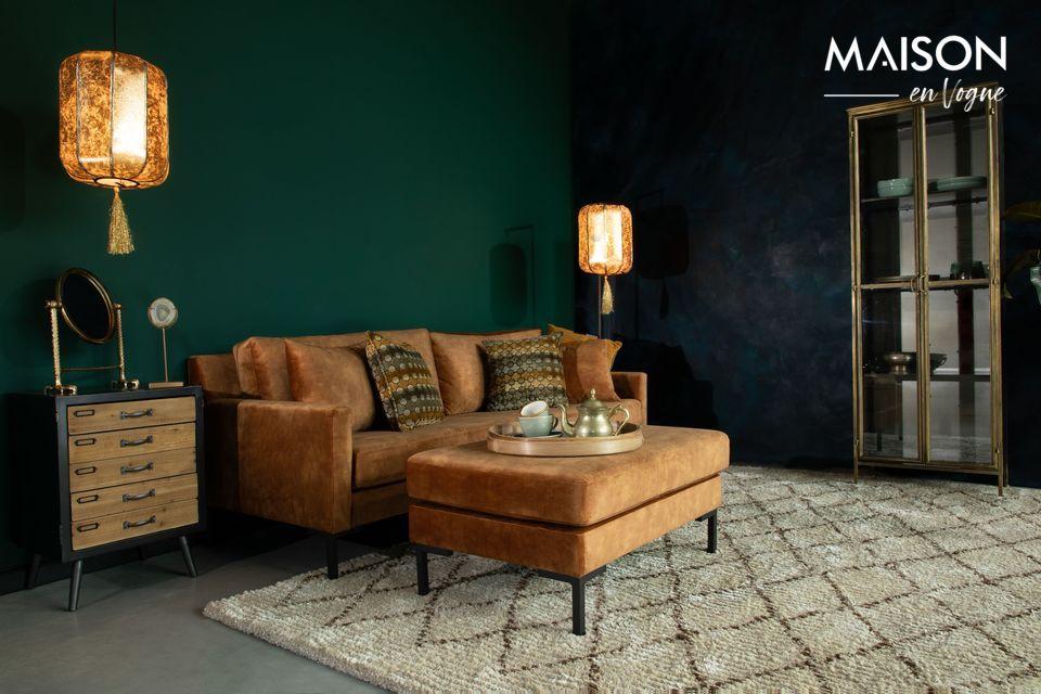 Frente a un sofá o como complemento de los asientos para animar una sala de estar