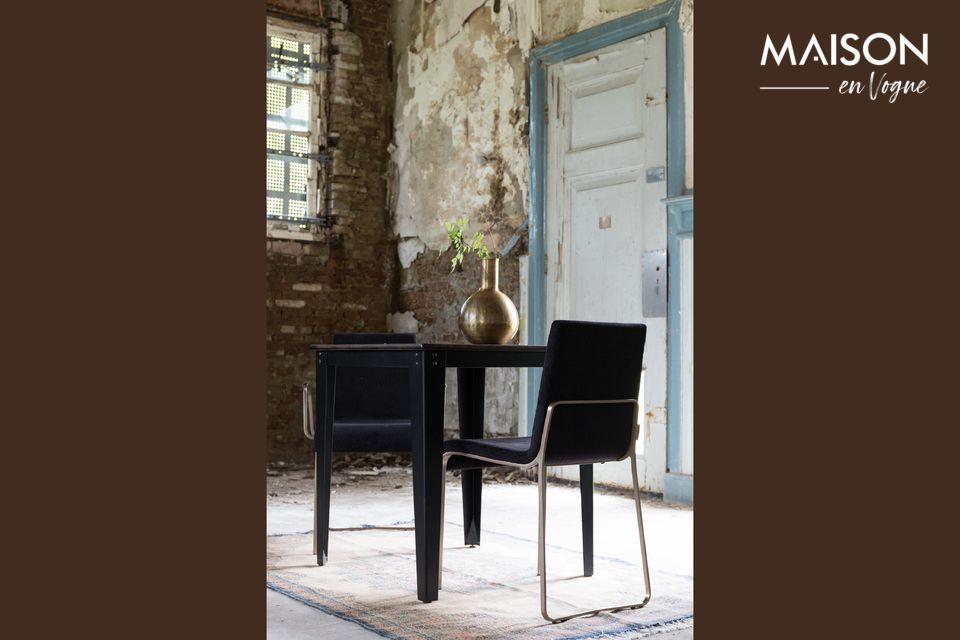 Una mesa de estilo vintage con altura ajustable