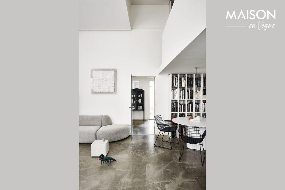 Una silla de metal práctica y de diseño