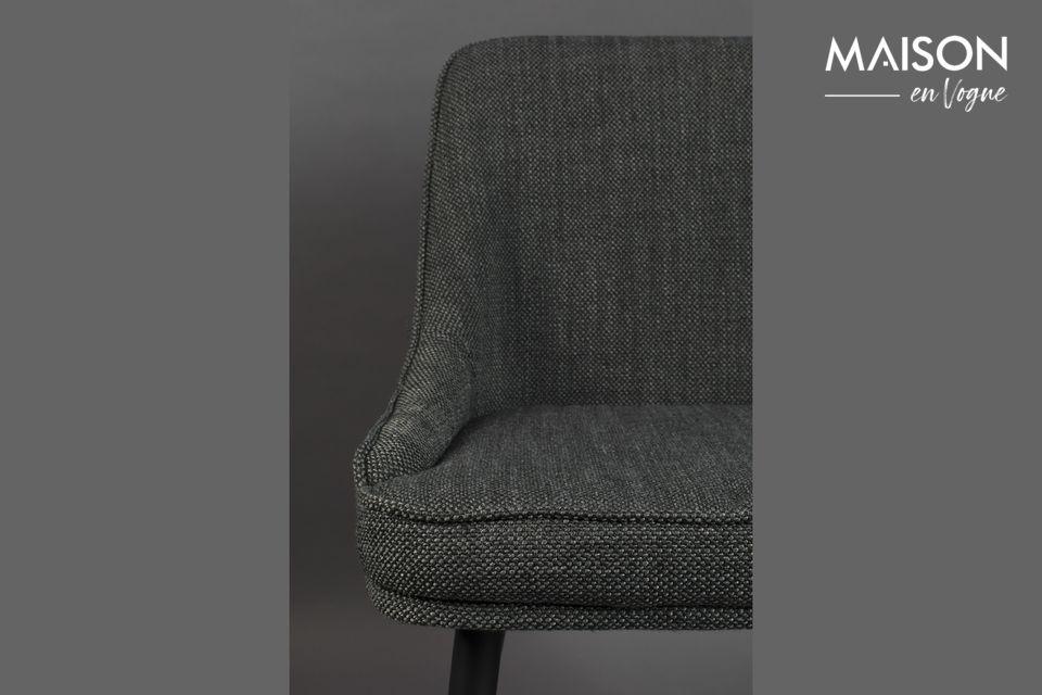 Una silla que naturalmente encontrará su lugar alrededor de una mesa de comedor