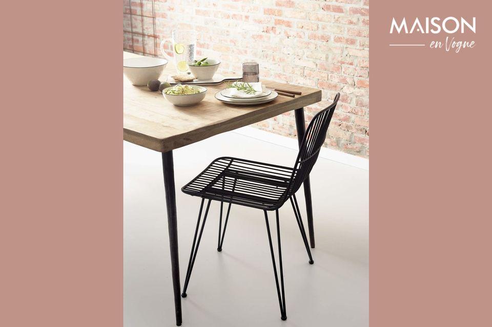 La silla De Bar Ombra tiene la altura adecuada y se caracteriza por la calidad de su material y su