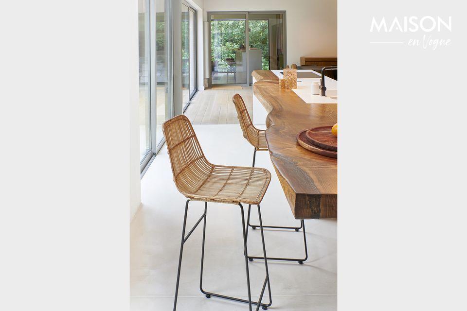 Pomax presenta un modelo de silla de bar con respaldo y asiento de ratán