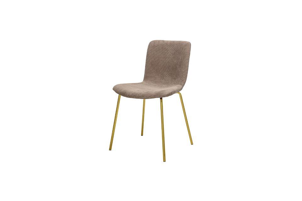 La personalidad única de esta silla emana un toque atemporal y refinado