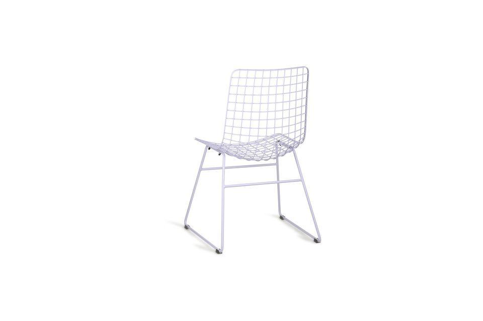 Un aspecto muy contemporáneo, incluso industrial, para esta silla de metal