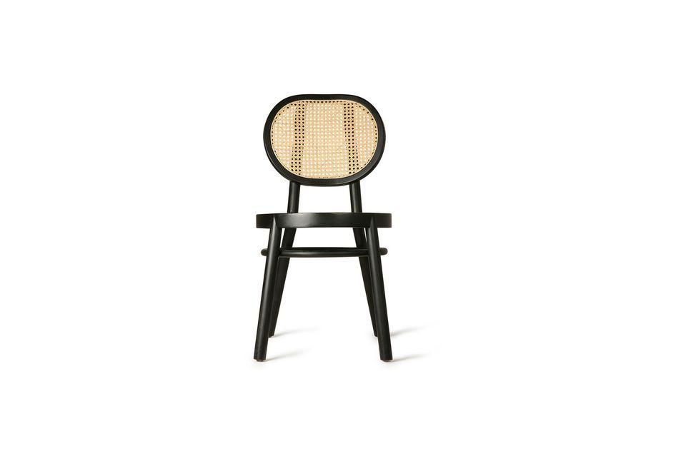 Hecho de madera negra, tiene un respaldo de mimbre natural para un estilo contrastante