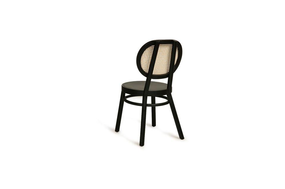 Su asiento y base redondeados la hacen suave y ligera