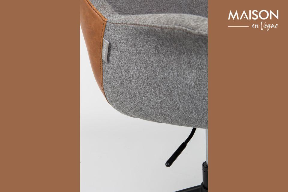 La forma del asiento, particularmente envolvente, afirma su aspecto vintage
