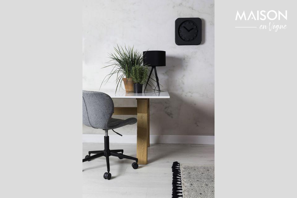 Una elegante y cómoda silla de oficina