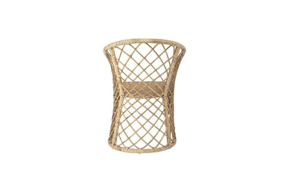 Utilizada como asiento alrededor de una mesa o como elemento decorativo en un dormitorio