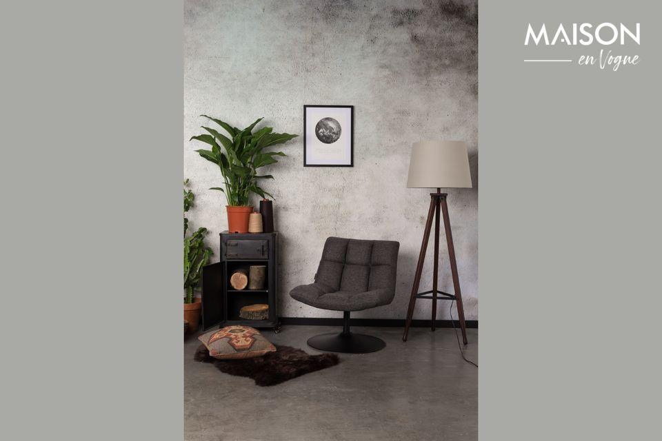 Los tonos neutros y las líneas puras de esta silla le permiten encontrar su lugar en cualquier