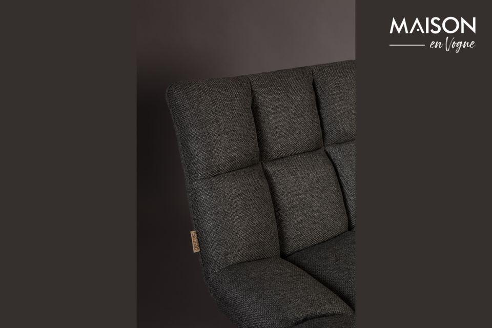 Los gruesos cojines de este sillón ofrecen un asiento muy cómodo