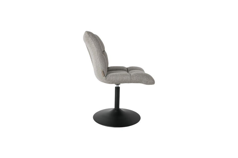 Esta silla de mini-bar puede acomodar a un adulto que pese hasta 120 kg