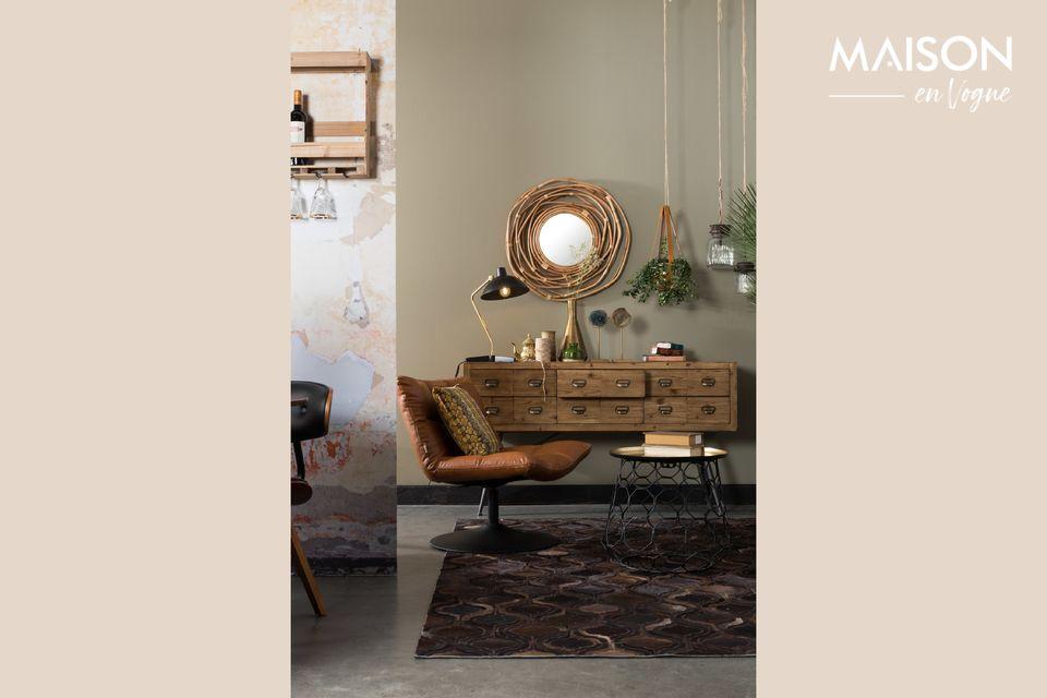 Este sillón tiene una carcasa de madera contrachapada cubierta con cuero PU marrón