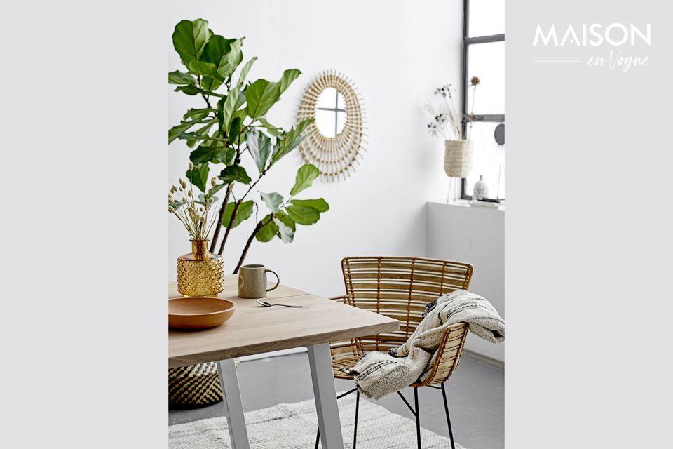 Añade un toque de diseño escandinavo a tu interior con la butaca Coast natural de la marca danesa