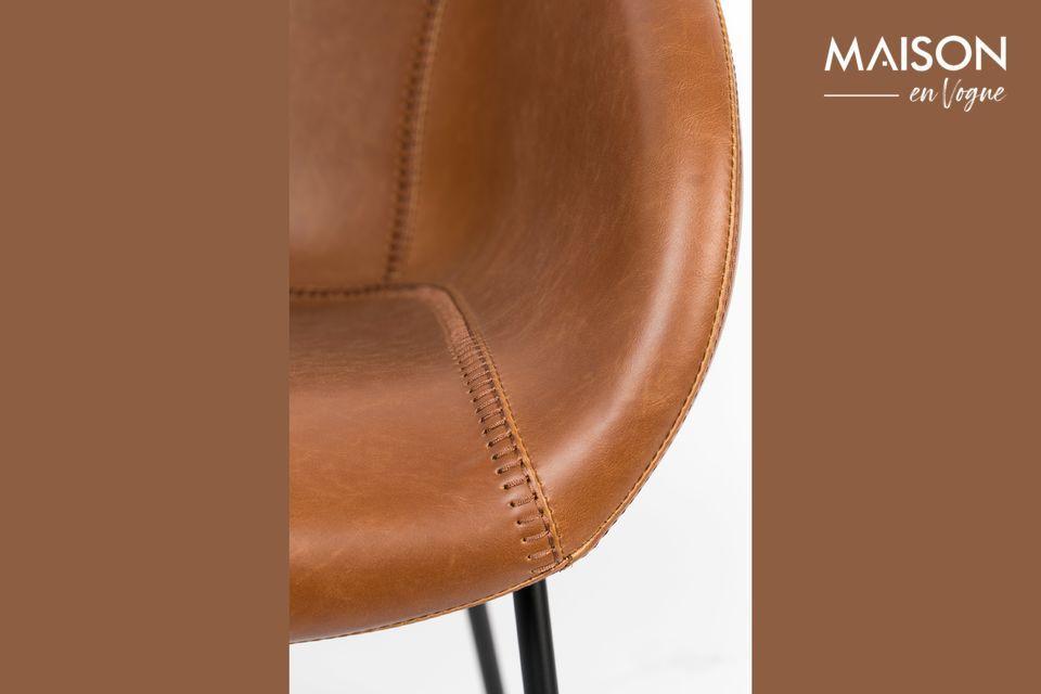 Las patas de plástico aseguran la solidez y estabilidad de la silla