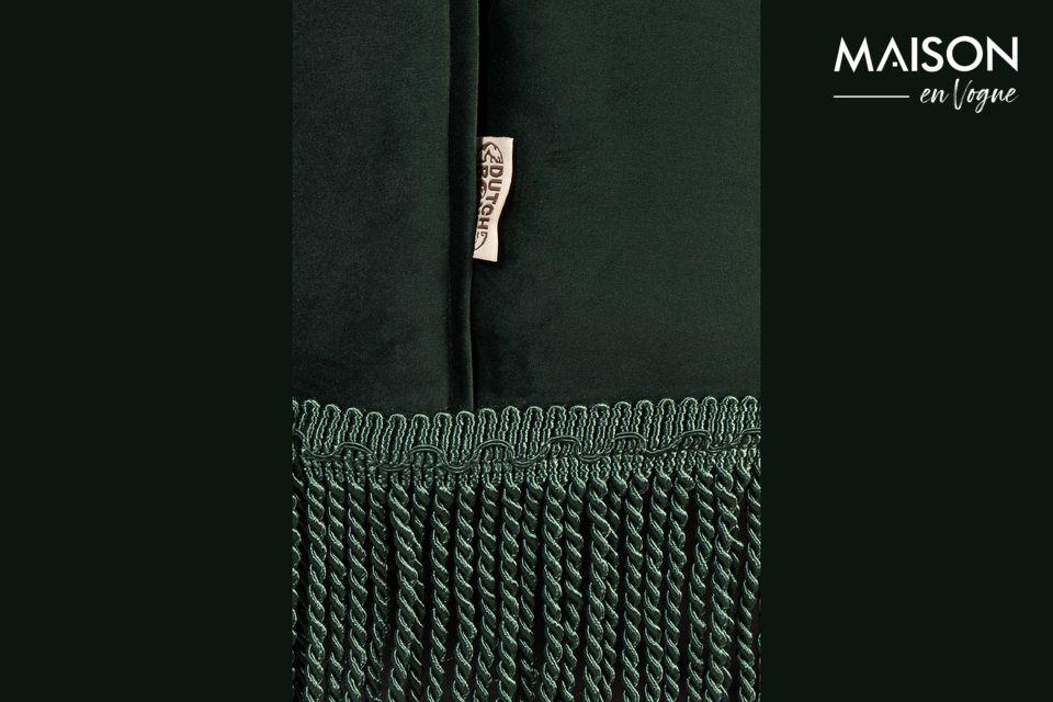 Su tono verde oscuro añade un toque de color a la habitación
