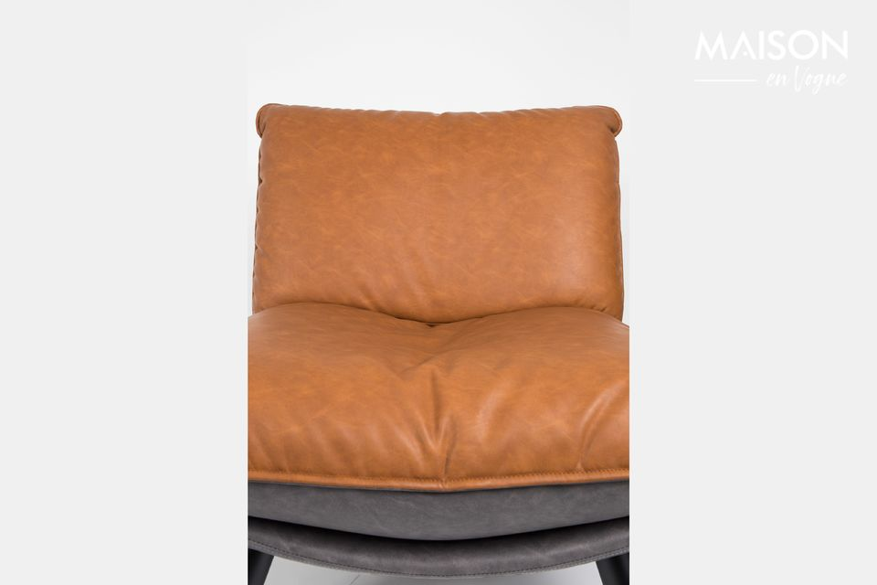 Una silla cómoda que revela un diseño clásico y acabados refinados