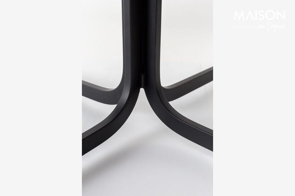 El sillón negro Nikki de Zuiver añade encanto a la sala de estar o a la oficina