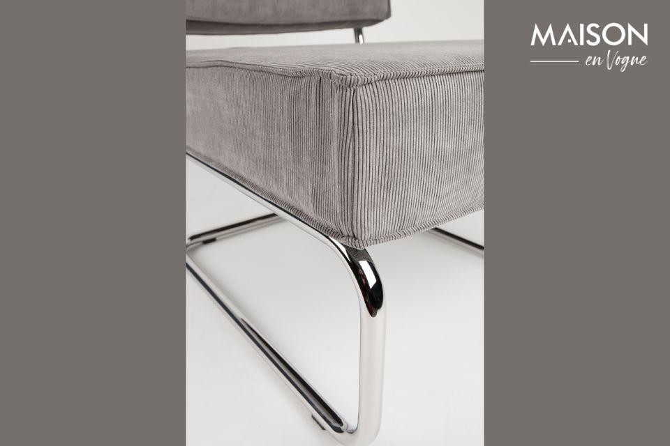 Es una silla porque su estructura metálica es ligera y aparente