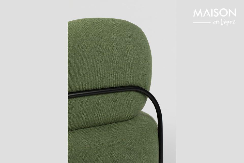 Con su increíblemente generoso asiento, el sillón verde Polly promete una comodidad incomparable