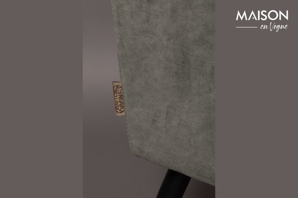 La tapicería de terciopelo ultra suave y el asiento tapizado acentúan esta sensación de suavidad