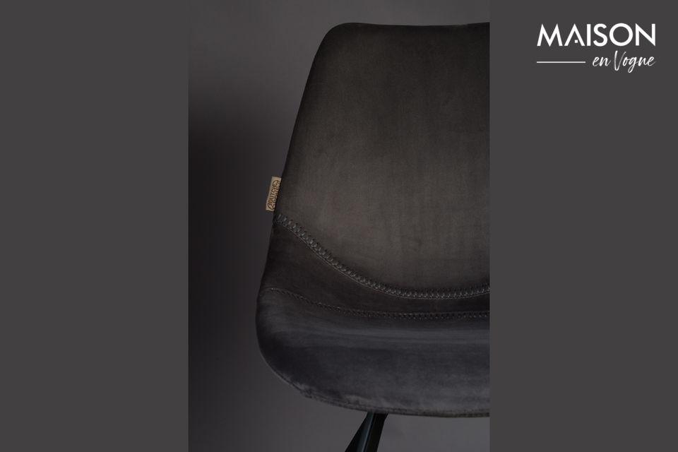 El conjunto es muy suave y cómodo con un toque de elegancia clásica