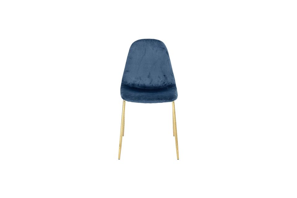 La combinación de azul y oro le da a la silla un carácter casi real