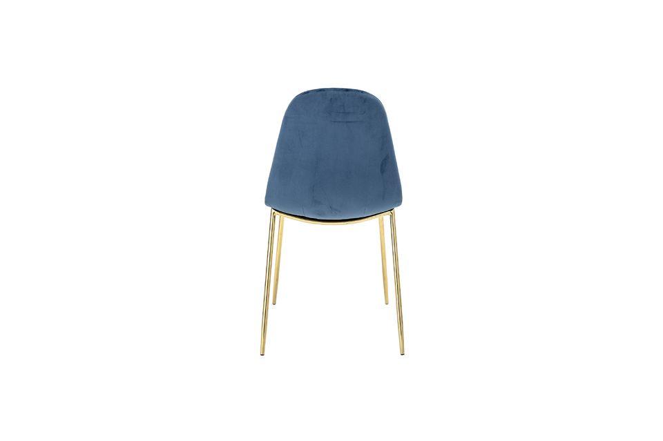 Lujosa tendencia para esta silla con patas en metal con acabado dorado y con el dúo respaldo /