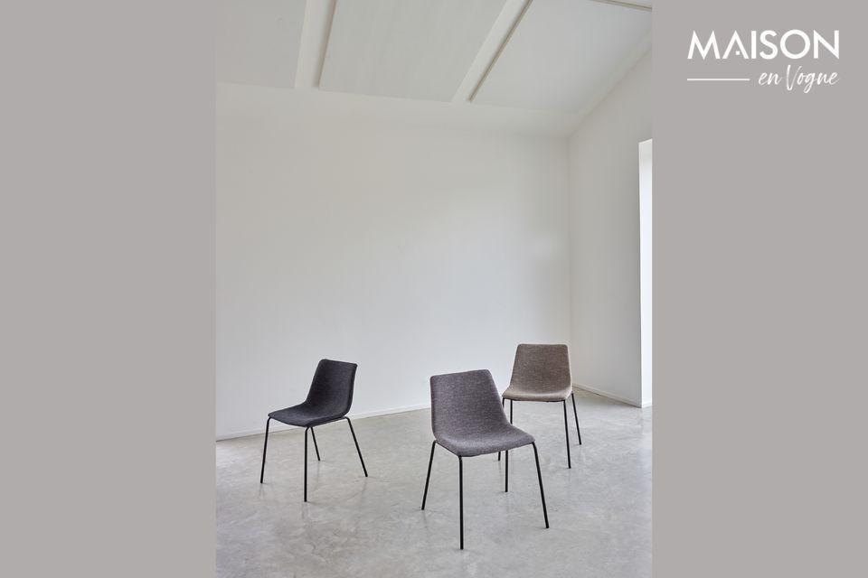 Líneas clásicas para esta silla de tela.