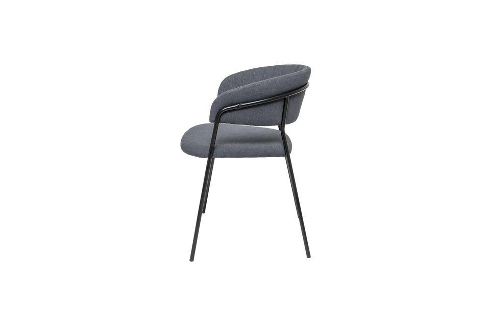 Esta silla tiene una estructura ligera de 5 kg, lo que la hace muy práctica de manejar