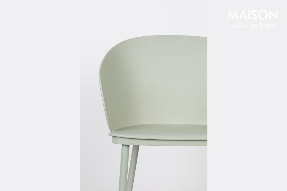 Contemporánea, la silla Gigi toma fácilmente su lugar en un comedor moderno