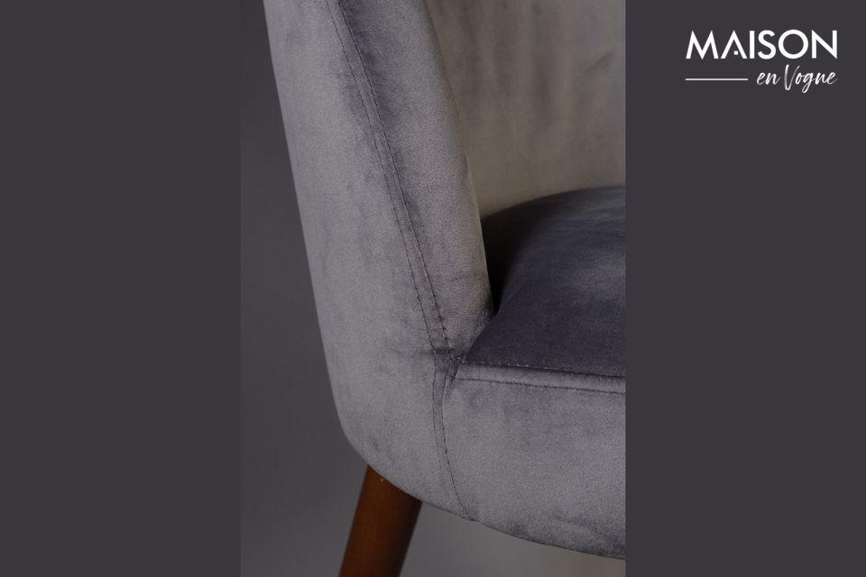 El asiento y el respaldo son de espuma muy cómoda cubierta con terciopelo gris con un bonito