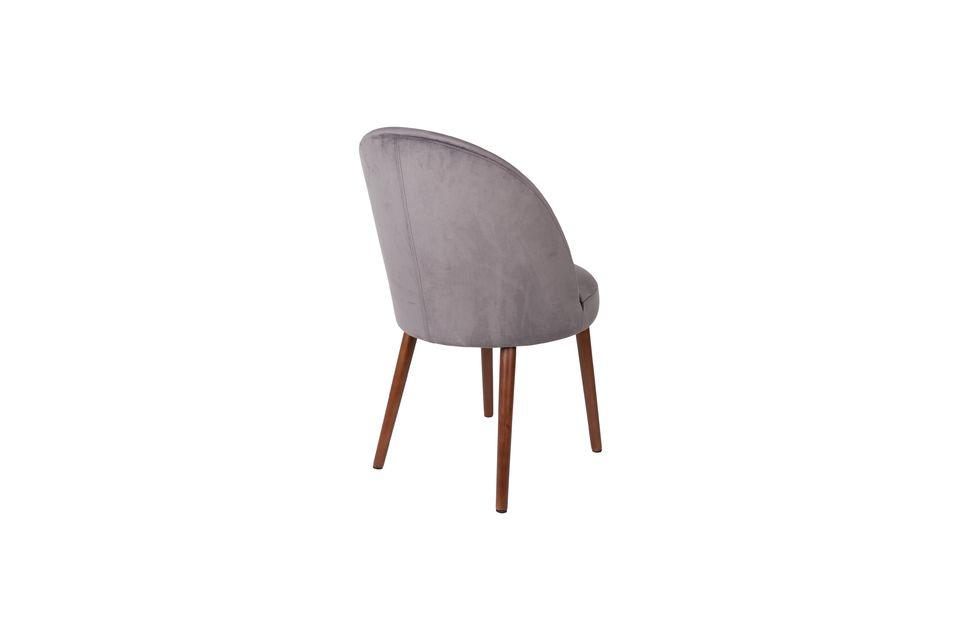 Esta silla combina un confort de alta calidad con una robustez asegurada