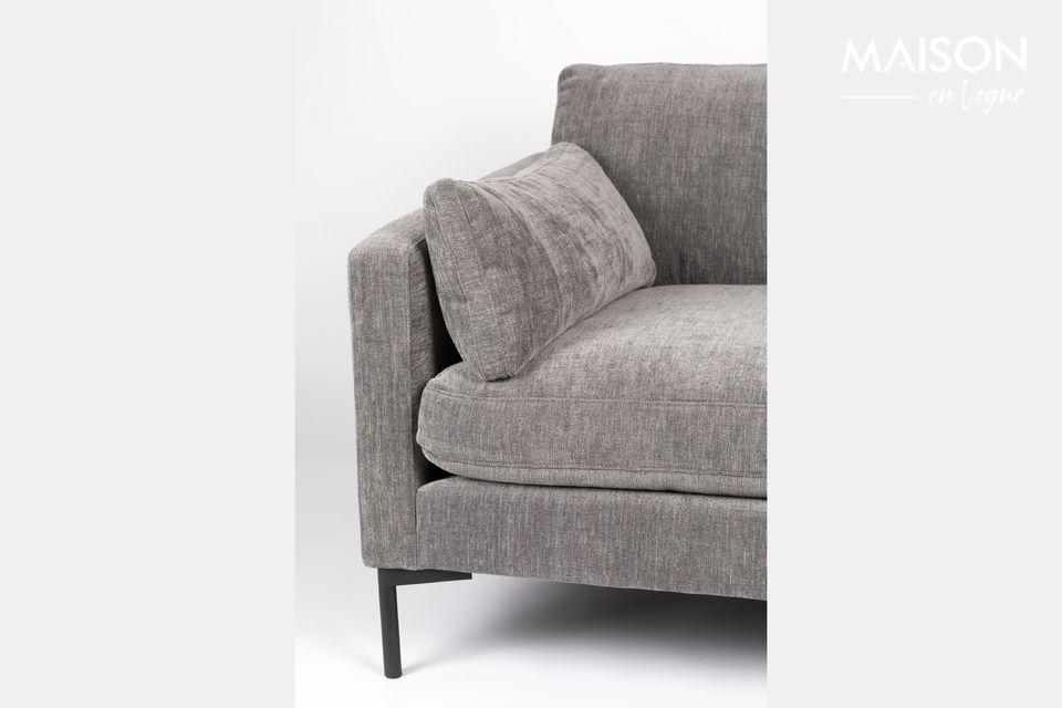 Este asiento es sólido y práctico porque se puede lavar en seco y tiene cojines desmontables