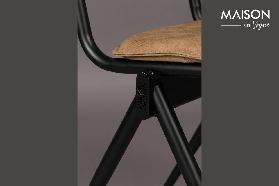 Un aspecto sobrio e intemporal que ofrece un buen asiento, perfecto alrededor de una mesa