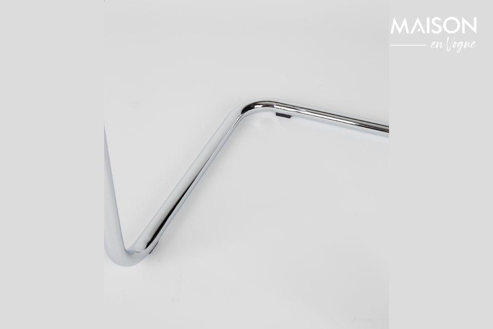 Su estructura de acero cromado combinada con la pana de su asiento y respaldo combinan robustez y