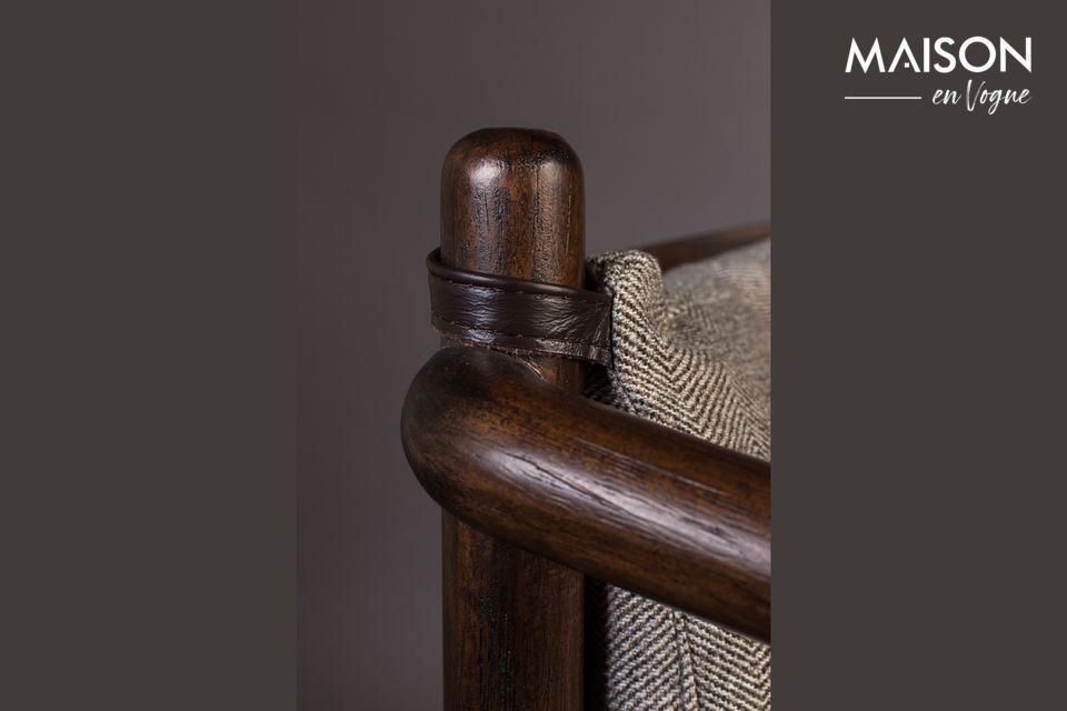 Compuesto por una sólida estructura de madera de caucho y un respaldo de acacia lacada