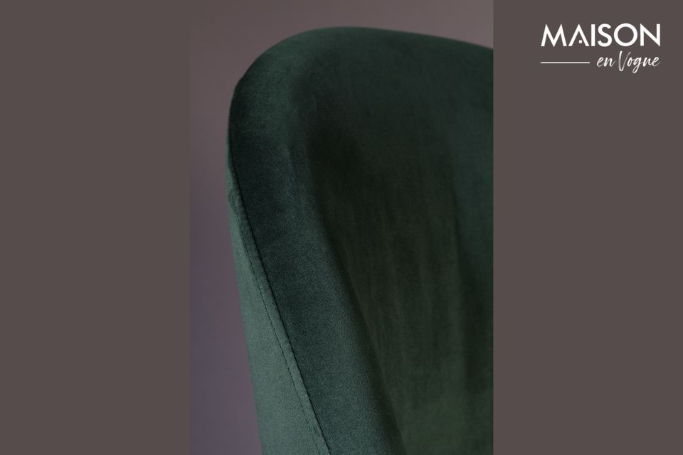 Ideal para el comedor, tiene un amplio respaldo inclinado y un suave asiento de terciopelo