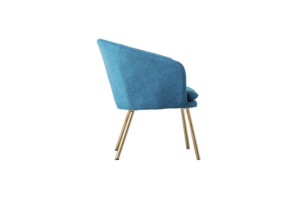 Este sillón de poliéster Thenay presenta un diseño refinado para un peso de 8 kg