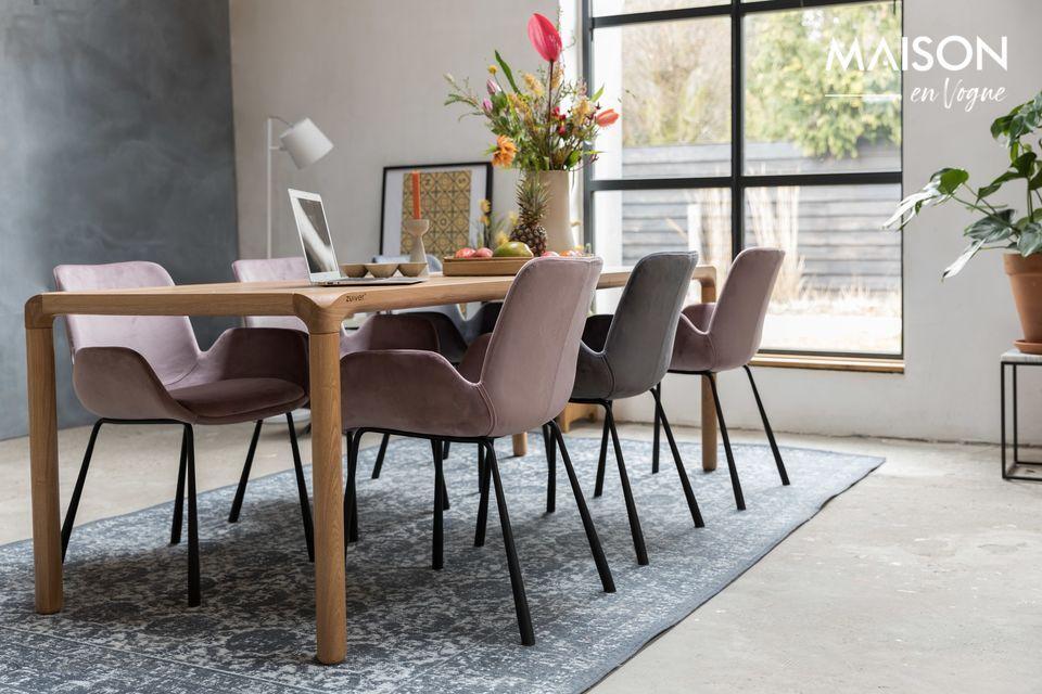 Una silla ultra cómoda, y hermosa en terciopelo gris oscuro
