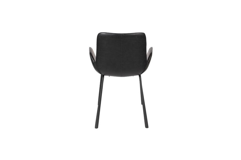 La combinación de estos opuestos contribuye a la personalidad de este sillón