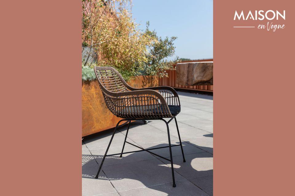 Una silla adecuada tanto para uso en interiores como en exteriores.