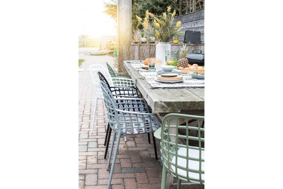 una silla de diseño para uso exterior o interior
