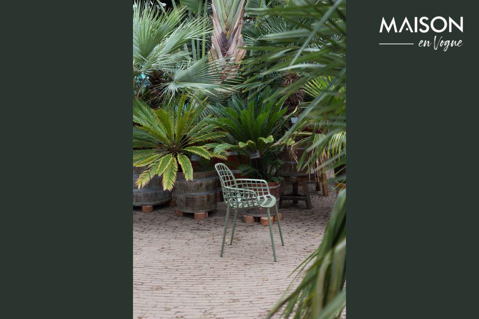 El sillón Albert Kuip Vert Jardin es ideal para tomar el sol
