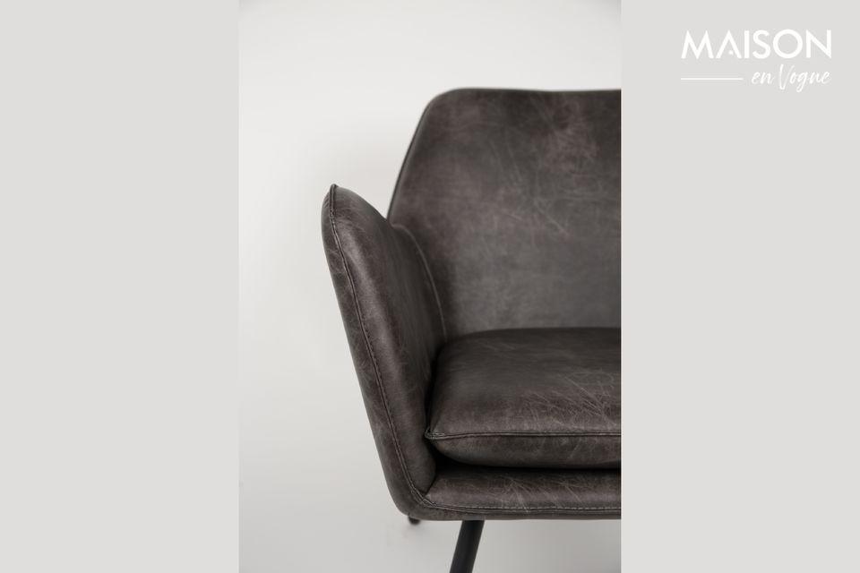 Con sus líneas suaves y su asiento amplio y acogedor