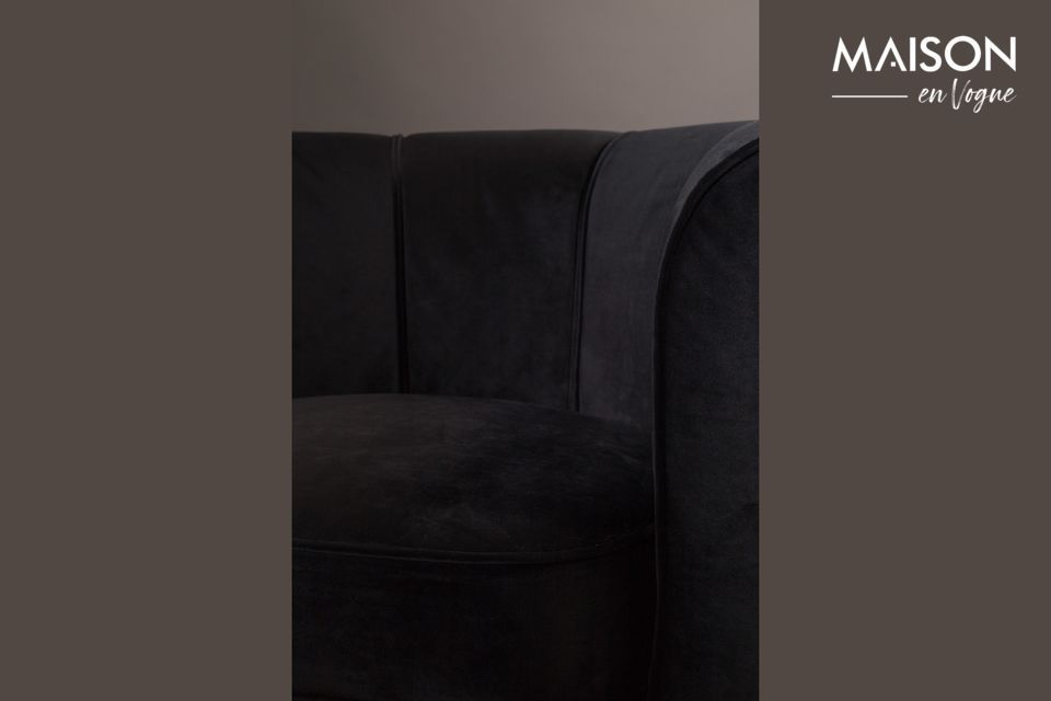 Su color negro le da tal clase que todos los interiores elegantes le irán bien